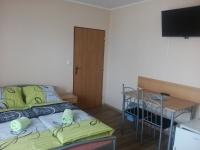 B4 pokoj s manželskou postelí